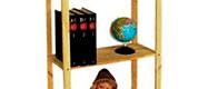 Regály s plnými policami